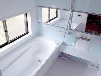 バスルームリフォーム 広く明るく、居心地のよいバスルーム