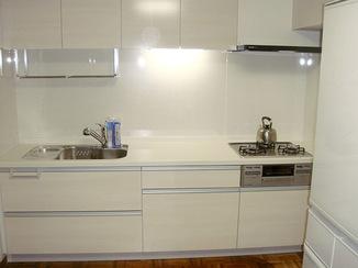 キッチンリフォーム レイアウトを変更し、清掃性をよくしたキッチン
