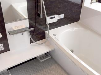バスルームリフォーム 機能性を高めた最新設備のバスルーム