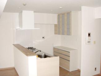 キッチンリフォーム 広く明るい新しいお部屋のためのキッチン