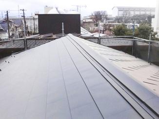 外壁・屋根リフォーム ブラック仕上がりがかっこいい、音もしっかり遮る屋根