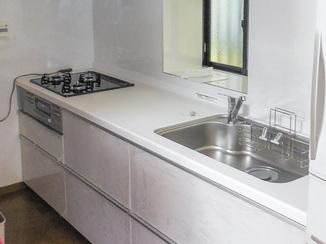 キッチンリフォーム 壁やレンジフードのお手入れがしやすいキッチン