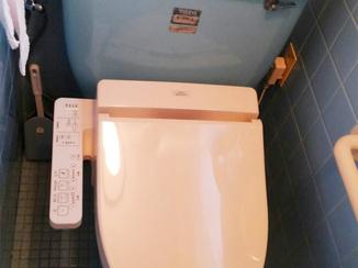 小工事 半日で完了!普通便座をウォシュレット付きトイレに