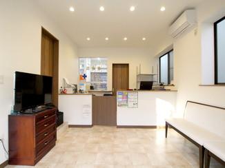 戸建フルリフォーム 一般の住宅を明るく広い薬局へ全面改装
