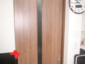 内装リフォーム費用を抑えつつ違和感なく修繕したリビングのドア