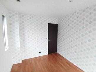 内装リフォーム 吹き抜けに増床して作る、ワークスペースとクロスがかわいい子ども部屋