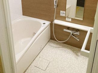 バスルームリフォーム 実物を見て選んだ、お手入れしやすい浴室&洗面台