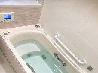 バスルームリフォーム 肩湯がうれしい、リラックスタイムを演出するバスルーム