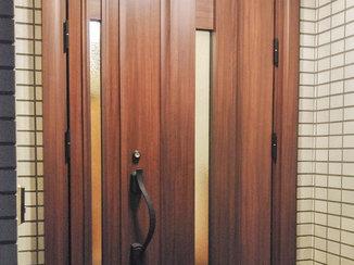 エクステリアリフォーム 防犯性能が高い重厚感のある玄関ドア