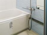 バスルームリフォームさわやかな水色のアクセントで統一感を出した浴室&洗面所