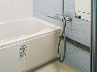 バスルームリフォーム さわやかな水色のアクセントで統一感を出した浴室&洗面所